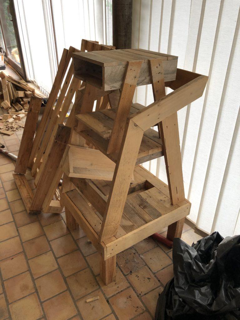 Fabrication de meubles en bois de récup